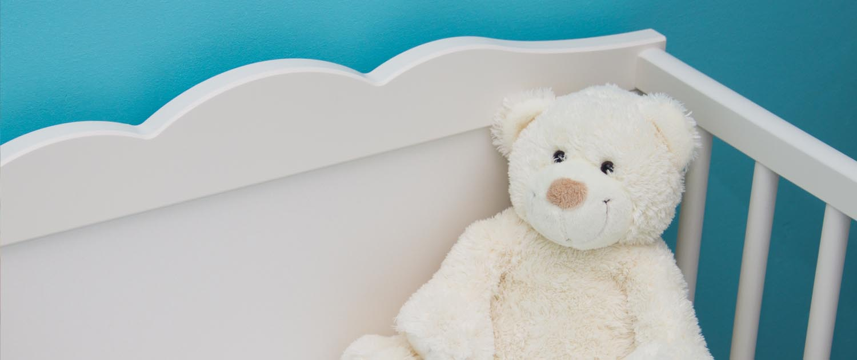 Babybett mit Teddy Hauptslider Hebamme Anna Kerkow